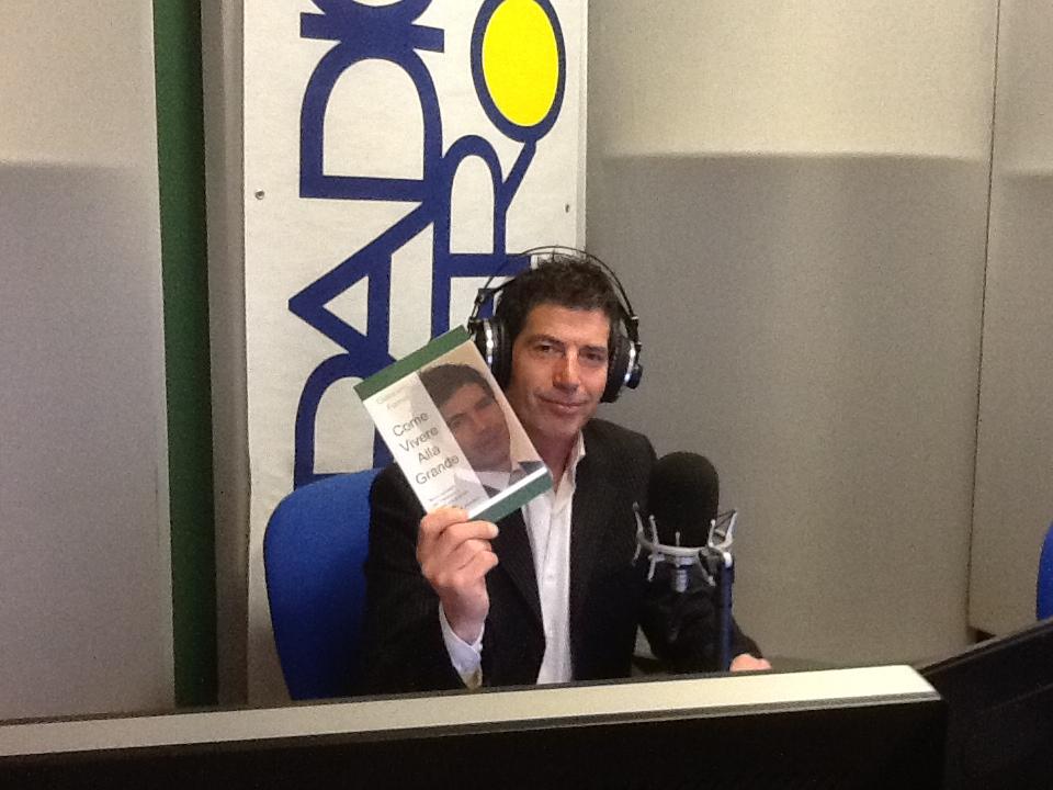 """Il coach delle donne a Radio Verona, dove presenta """"Come vivere alla grande"""", il suo ultimo libro..."""