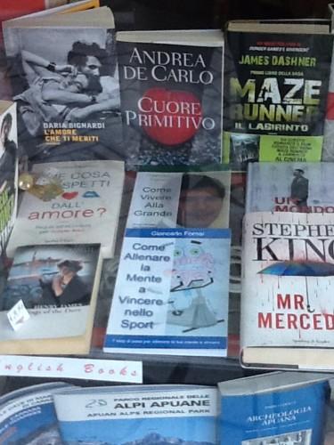I libri del coach motivazionale Giancarlo Fornei esposti nella libreria Pianeta Fantasia...