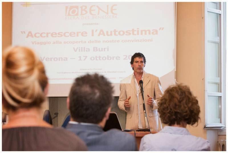 Il coach motivazionale Giancarlo Fornei in una foto tratta dalla conferenza sull'autostima tenuta a Villa Buri (Verona) a ottobre 2014...