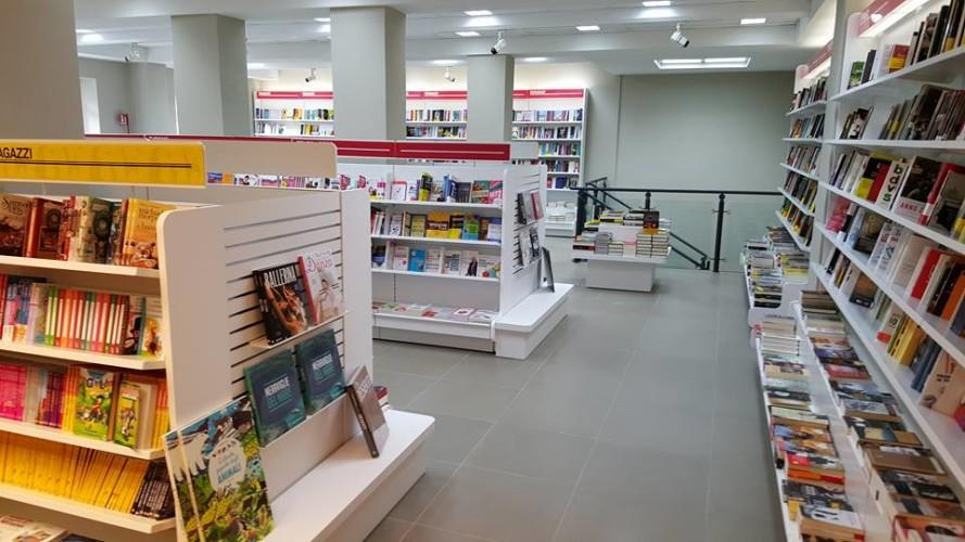 Al Mondadori Bookstore di Massa i libri del coach motivazionale Giancarlo Fornei...