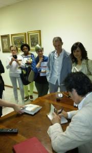 8 maggio 2016 - Soiano del lago - in fila per farsi autografare una copia del libro dal coach motivazionale Giancarlo Fornei