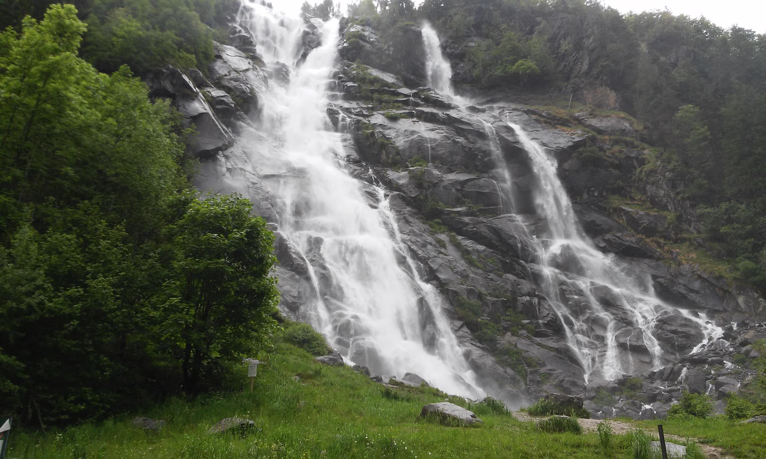 Vista delle splendide Cascate Nardis, nella zona di Carisolo (Val Rendena - Trentino) - foto scattata dal coach motivazionale Giancarlo Fornei martedì 31 maggio 2016