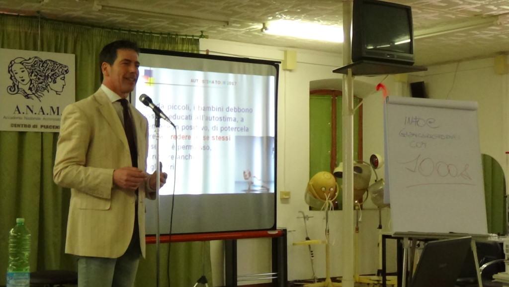 Autostima Tour 2017 - Piacenza 10 aprile 2017 - il coach motivazionale Giancarlo Fornei spiega quanto sia importante nutrire l'autostima nei bambini