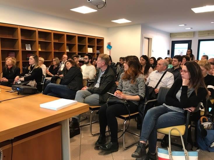 #AUTOSTIMA Tour 2017 - 8 maggio - San Benedetto del Tronto, la nutrita platea presente al seminario di Giancarlo Fornei comincia a parlare.jpg